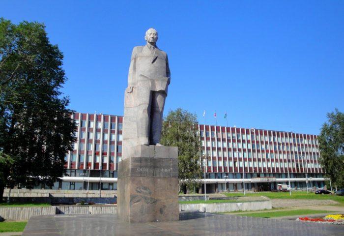 Pamyatnik-O.-V.-Kuusinenu-700x480