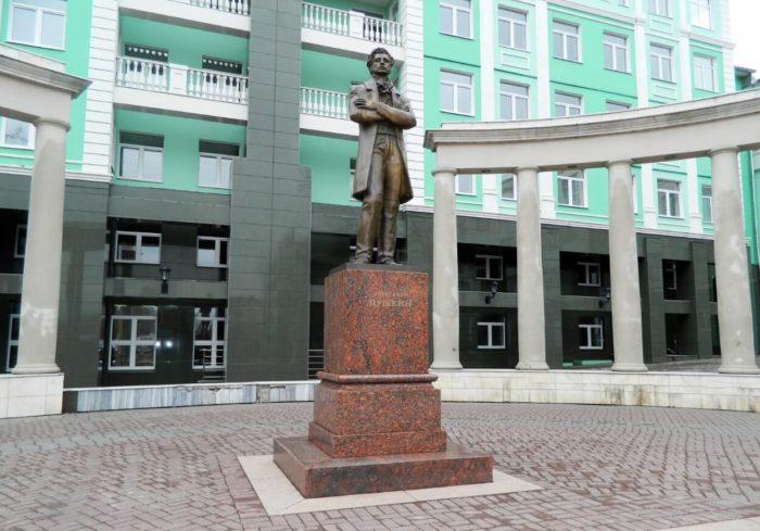 Pamyatnik-Pushkinu-700x489