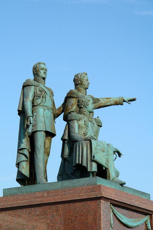 Pamyatnik-osnovatelyam-Novorossiyska