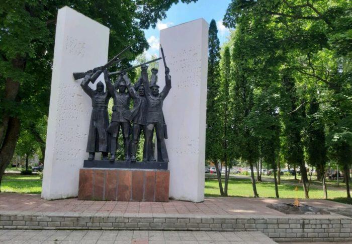 Park-Geroev-Grazhdanskoy-voyny-700x487