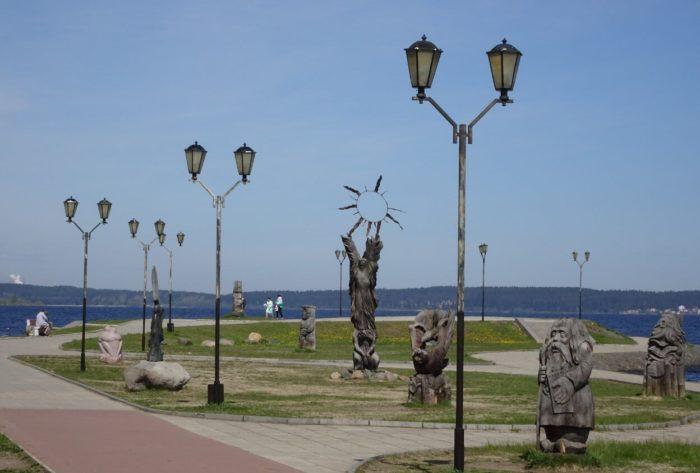 Park-derevyannyh-skulptur-na-naberezhnoy-700x473