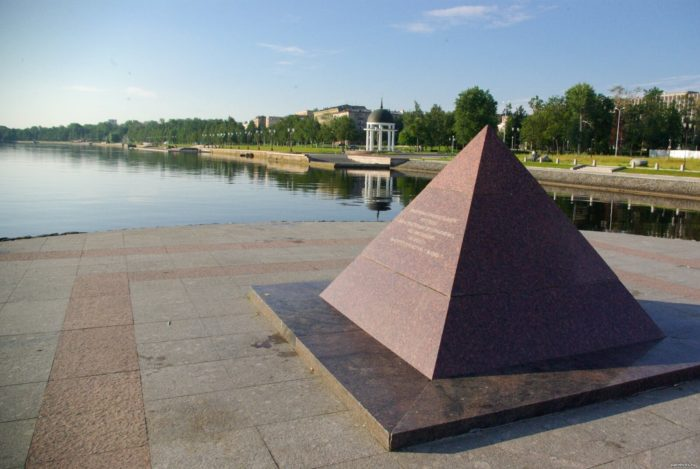 Piramida-k-300-letiyu-Petrozavodska-700x469