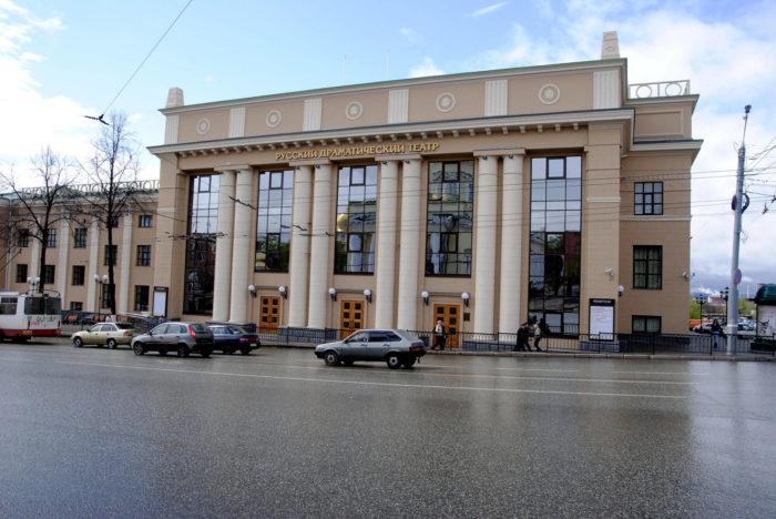 Russkiy-dramaticheskiy-teatr-Udmurtii-700x468