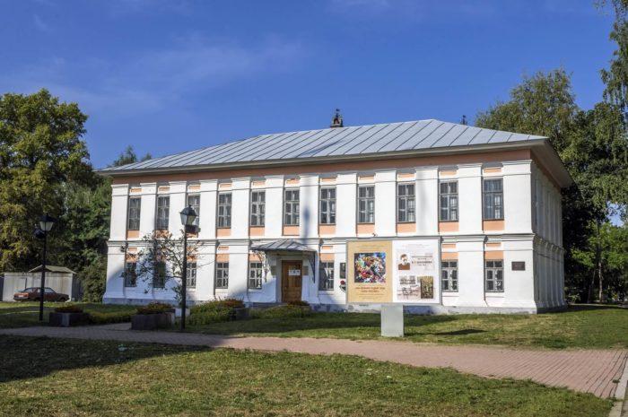 SHalamovskiy-dom-700x465