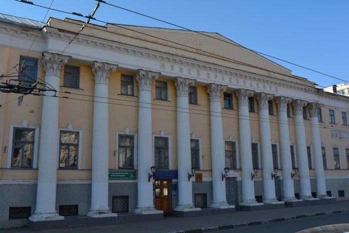 Saratovskiy-oblastnoy-muzey-kraevedeniya-700x467