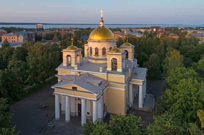 Sobor-Aleksandra-Nevskogo-700x465