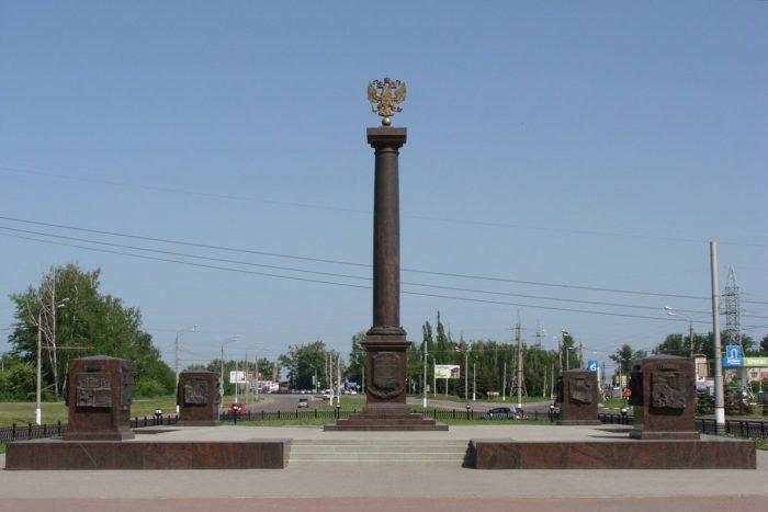 Stela-Gorod-voinskoy-slavy-700x467