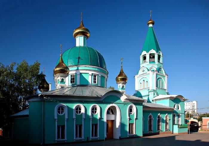 Svyato-Troitskiy-sobor-700x488