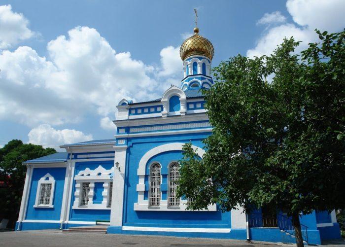 Svyato-Uspenskiy-sobor-700x501