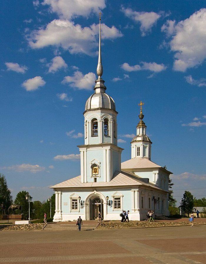 TSerkov-Aleksandra-Nevskogo-700x898