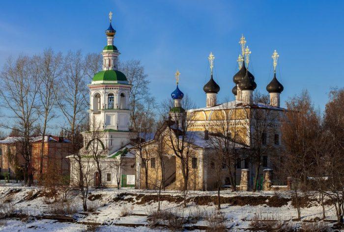 TSerkov-Dimitriya-Prilutskogo-na-Navoloke-700x472