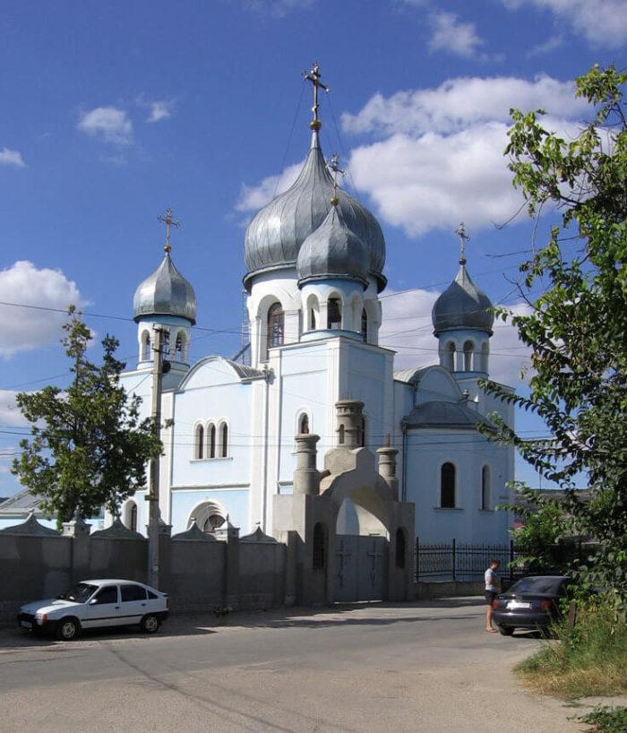 TSerkov-Feodorovskoy-ikony-Bozhiey-Materi-700x818