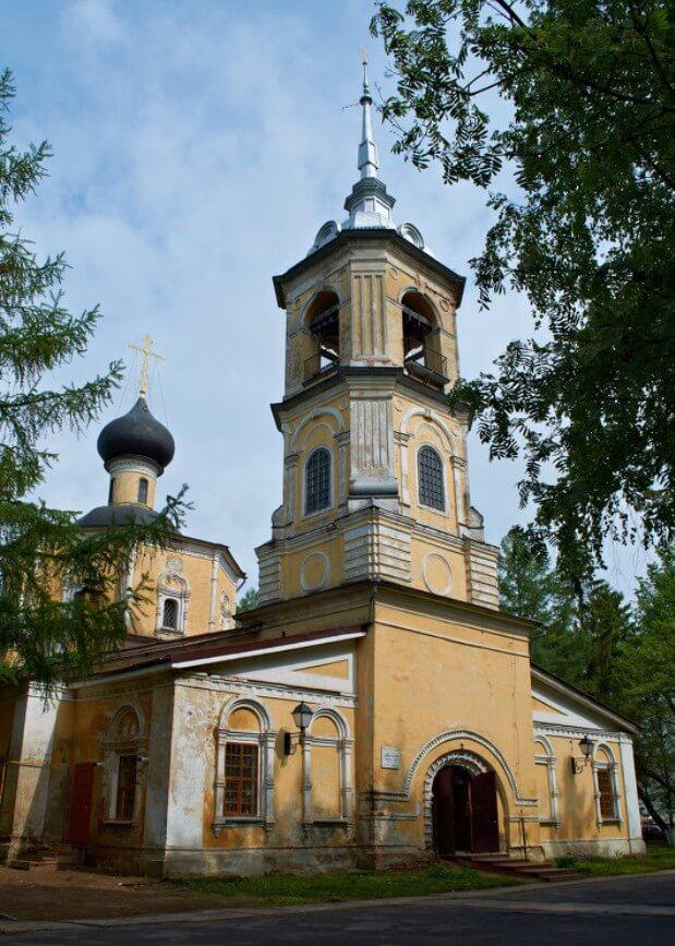 TSerkov-Ioanna-Predtechi-v-Roschene