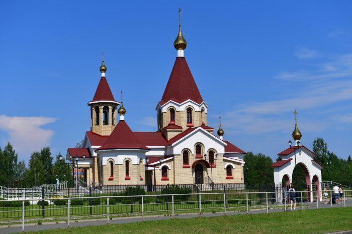 TSerkov-Panteleymona-TSelitelya-na-Drevlyanke-700x467