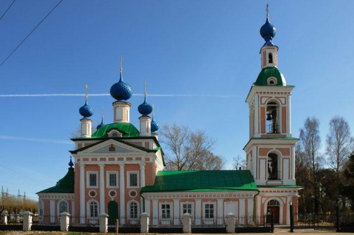 TSerkov-TSarevicha-Dimitriya-na-pole-700x465