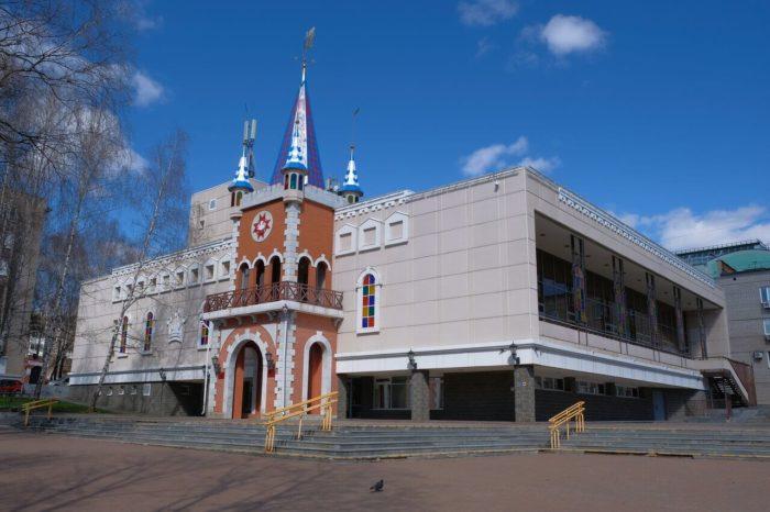 Teatr-kukol-Udmurtskoy-Respubliki-700x466