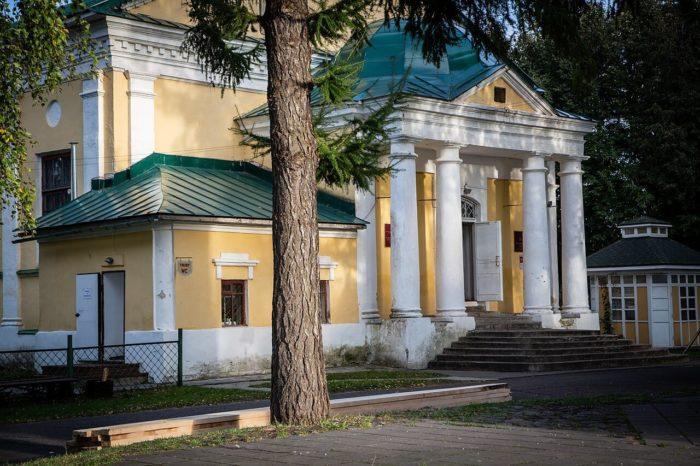 Uglichskiy-hudozhestvennyy-muzey-700x466