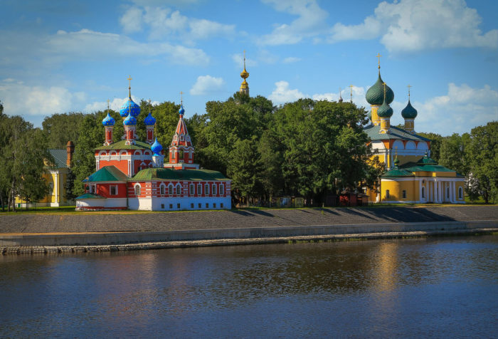 Uglichskiy-kreml-700x476