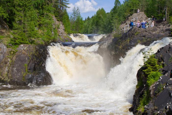 Vodopad-Kivach-700x469