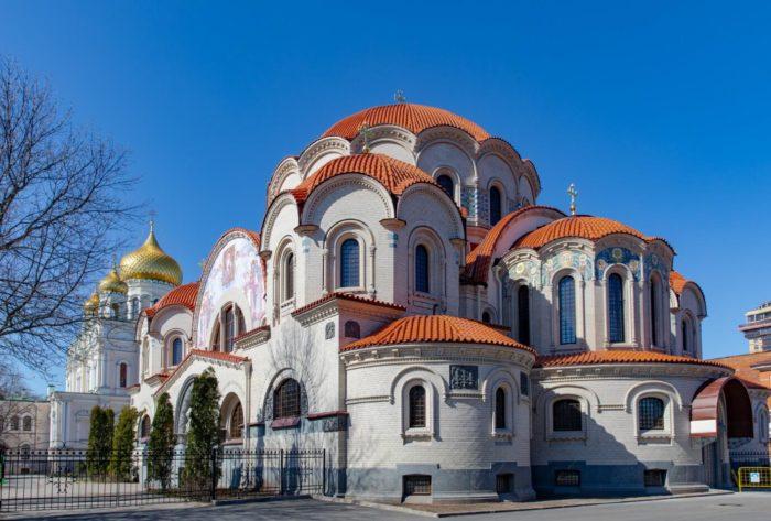Voskresenskiy-Novodevichiy-monastyr-700x473
