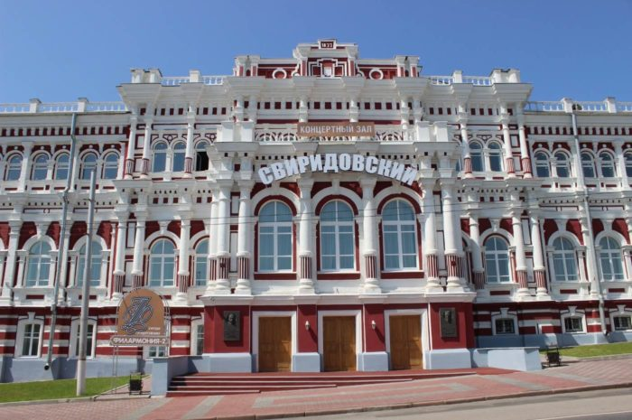 Zdanie-Dvoryanskogo-sobraniya-700x465