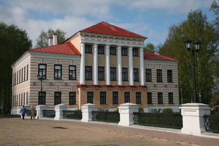 Zdanie-byvshey-gorodskoy-dumy-700x467