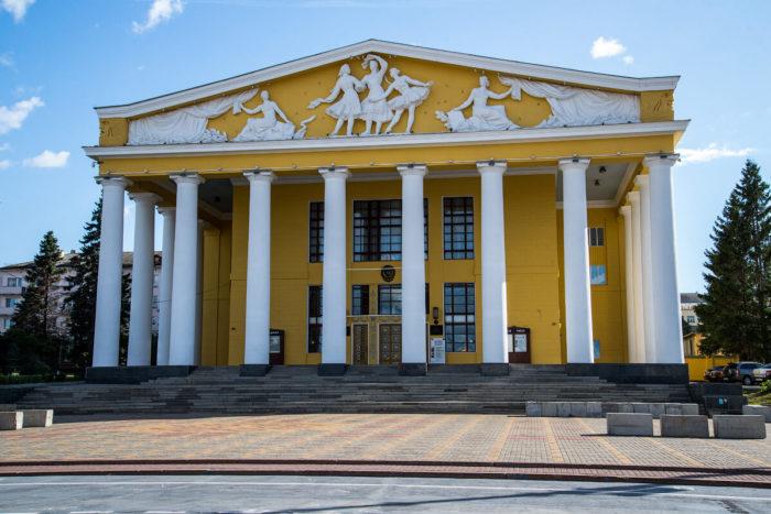 Dramaticheskiy-teatr-imeni-K.-V.-Ivanova-700x467