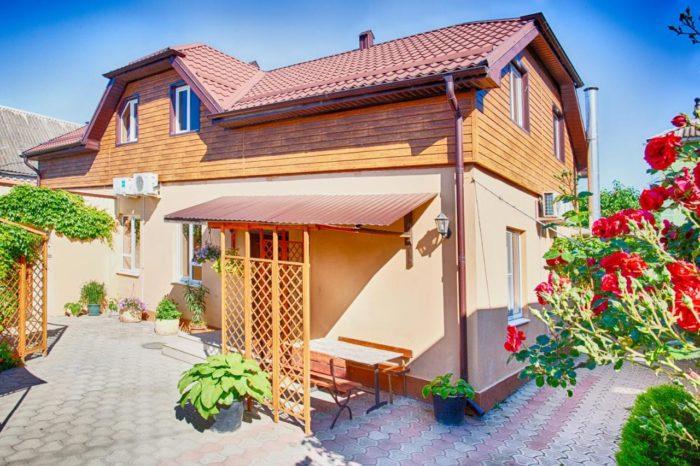 Gostevoy-dom-CHernomor-700x466