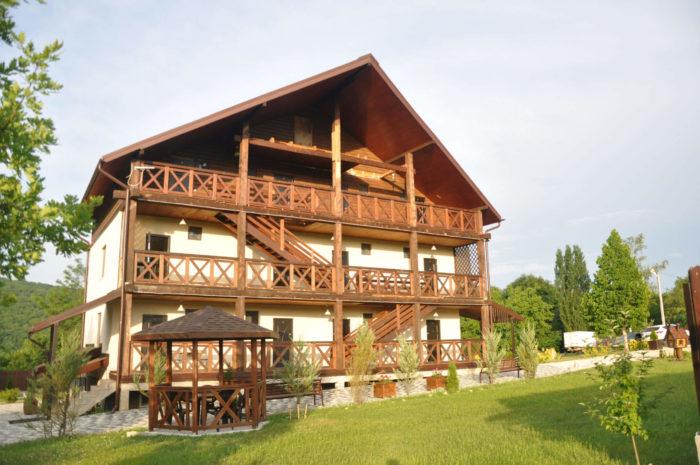 Gostevoy-dom-Podkova-700x465