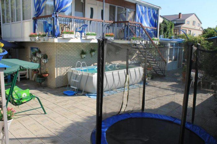 Gostevoy-dom-U-Pani-700x466