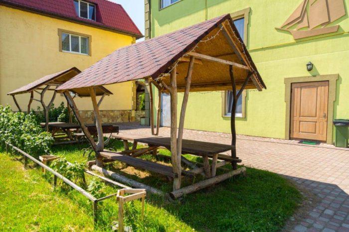 Gostevoy-dom-Usadba-v-kamyshah-700x466
