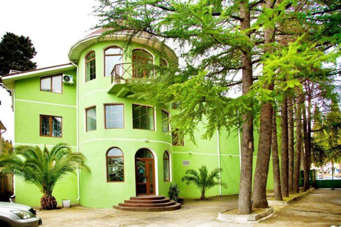 Gostevoy-dom-green-700x466