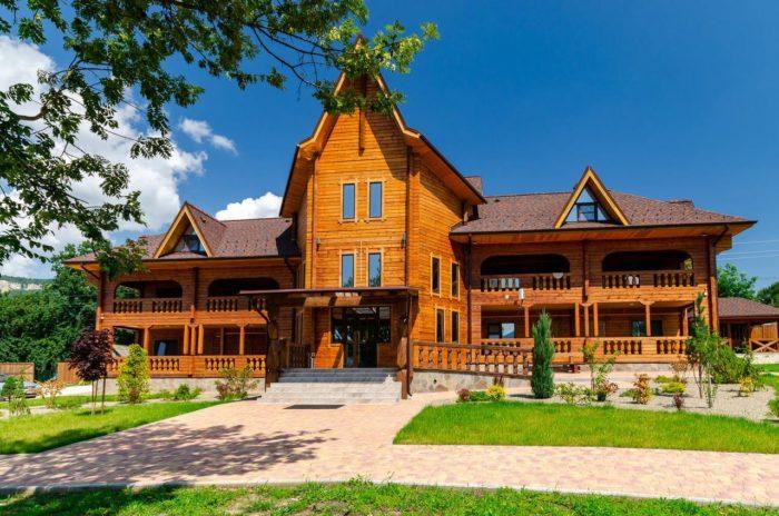 Gostinichnyy-kompleks-Boyarskiy-dvor-700x464