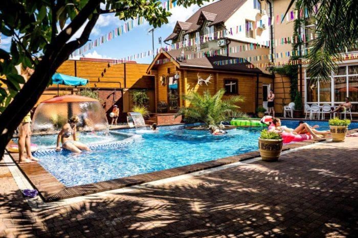 Mini-gostinitsa-ZHemchug-village-700x466