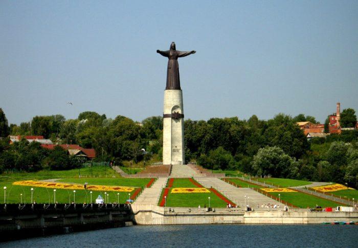 Monument-Materi-Pokrovitelnitse-700x484