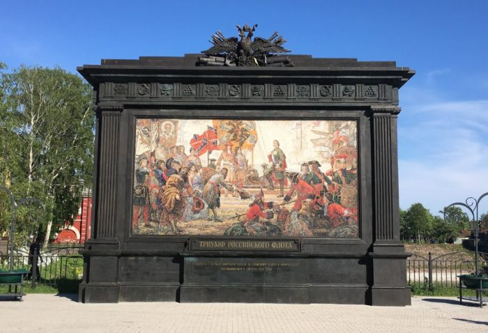 Monument-Triumf-Rossiyskogo-flota-700x478