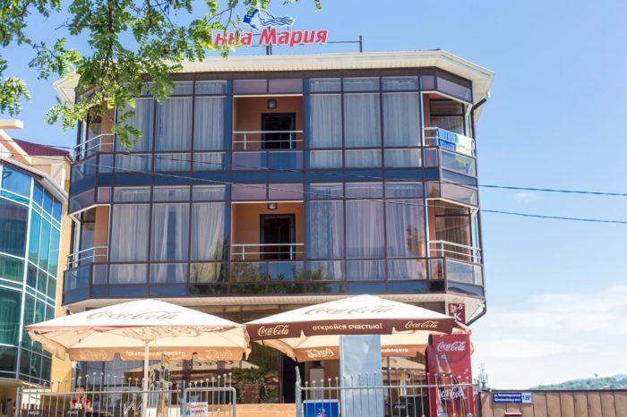 Otel-Anna-Mariya-700x466