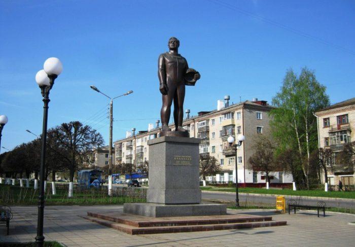 Pamyatnik-A.-G.-Nikolaevu-700x487