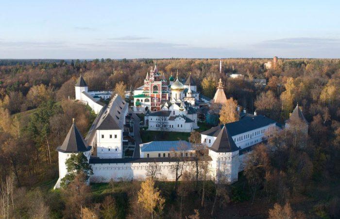 Savvino-Storozhevskiy-monastyr-700x451
