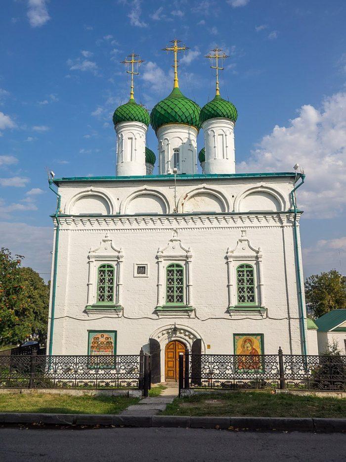 Sobor-Mihaila-Arhangela-700x934