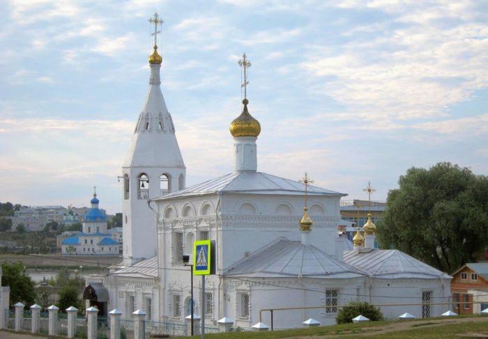 TSerkov-Voskreseniya-Hristova-700x487
