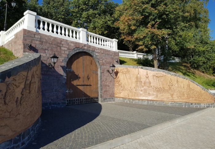 Vorota-Vhod-v-Podzemnyy-gorod-700x486
