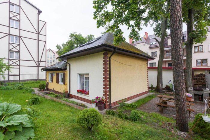Zagorodnyy-dom-Domik-u-morya-700x466
