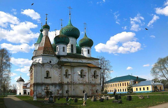 Avraamiev-Bogoyavlenskiy-monastyr-700x450