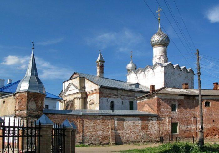 Bogoroditse-Rozhdestvenskiy-monastyr-700x489