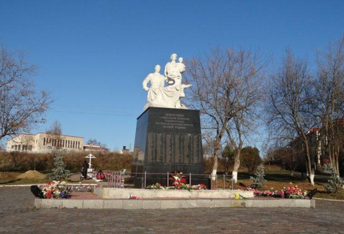 Bratskaya-mogila-sovetskih-voinov-700x477