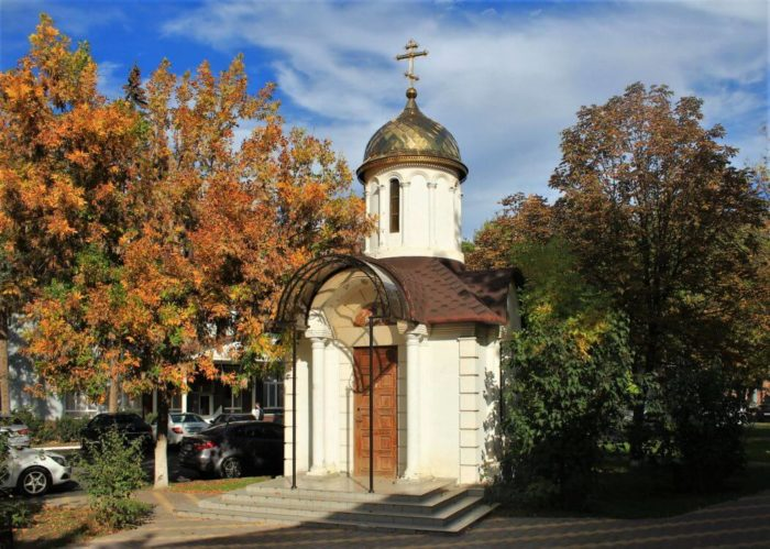 CHasovnya-Georgiya-Pobedonostsa-700x499