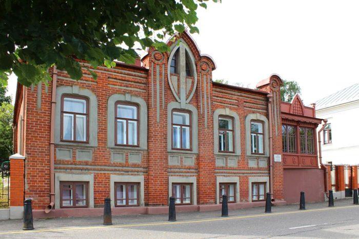 Dom-Novozhilova-700x467