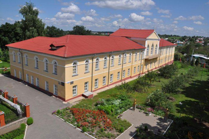 Dvortsovyy-kompleks-YUsupovyh-v-Rakitnom-700x465