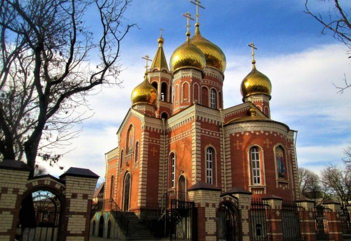 Hram-Blagovescheniya-Presvyatoy-Bogoroditsy-700x481